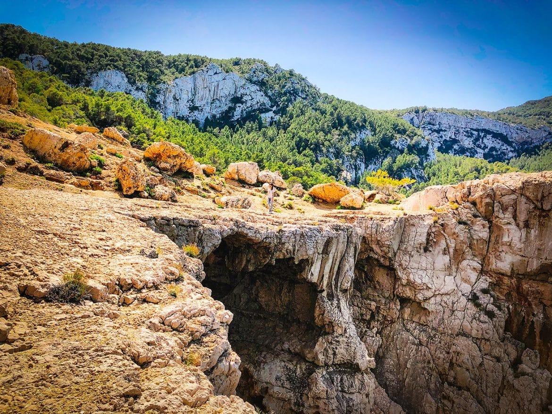 De stenen brug van Cala d'albarca