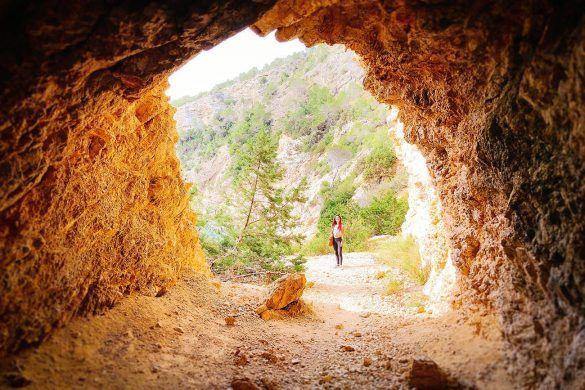 De tunnel naar Cala Blanca