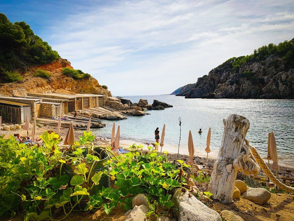 cala d'en serra ibiza baai noorden strand