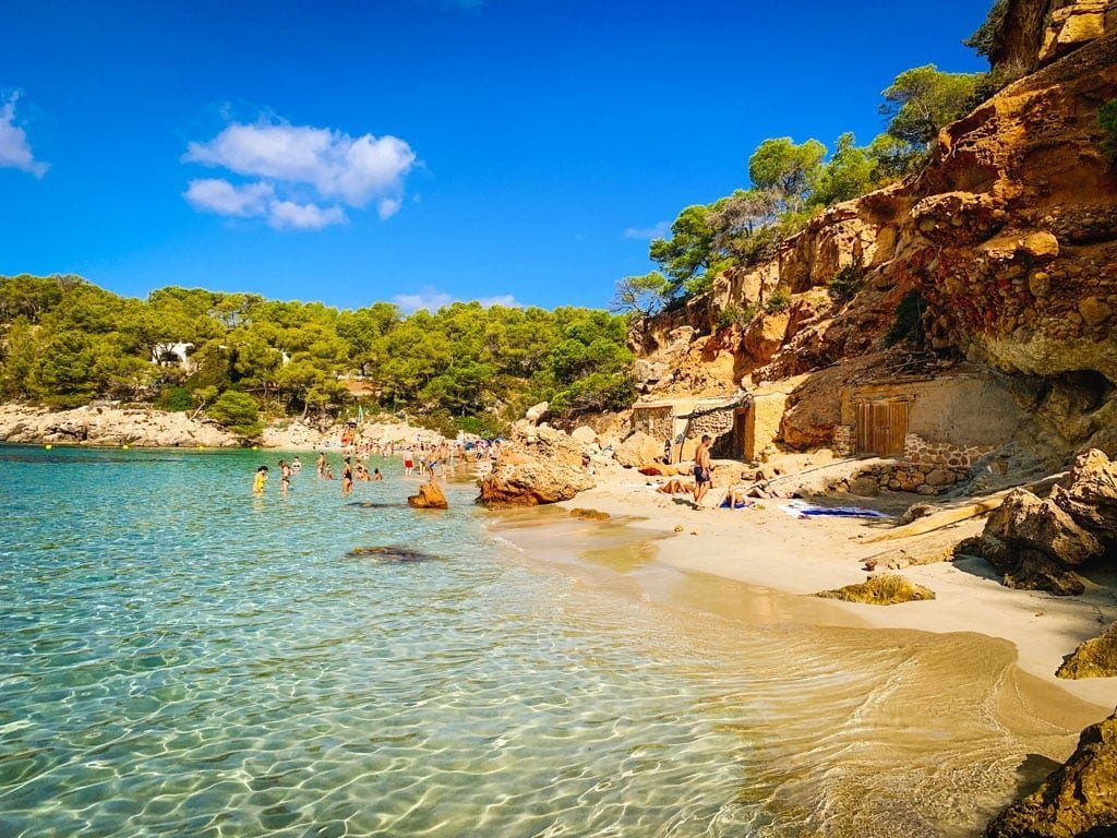 Cala Salada Saladeta westen Ibiza strand baai