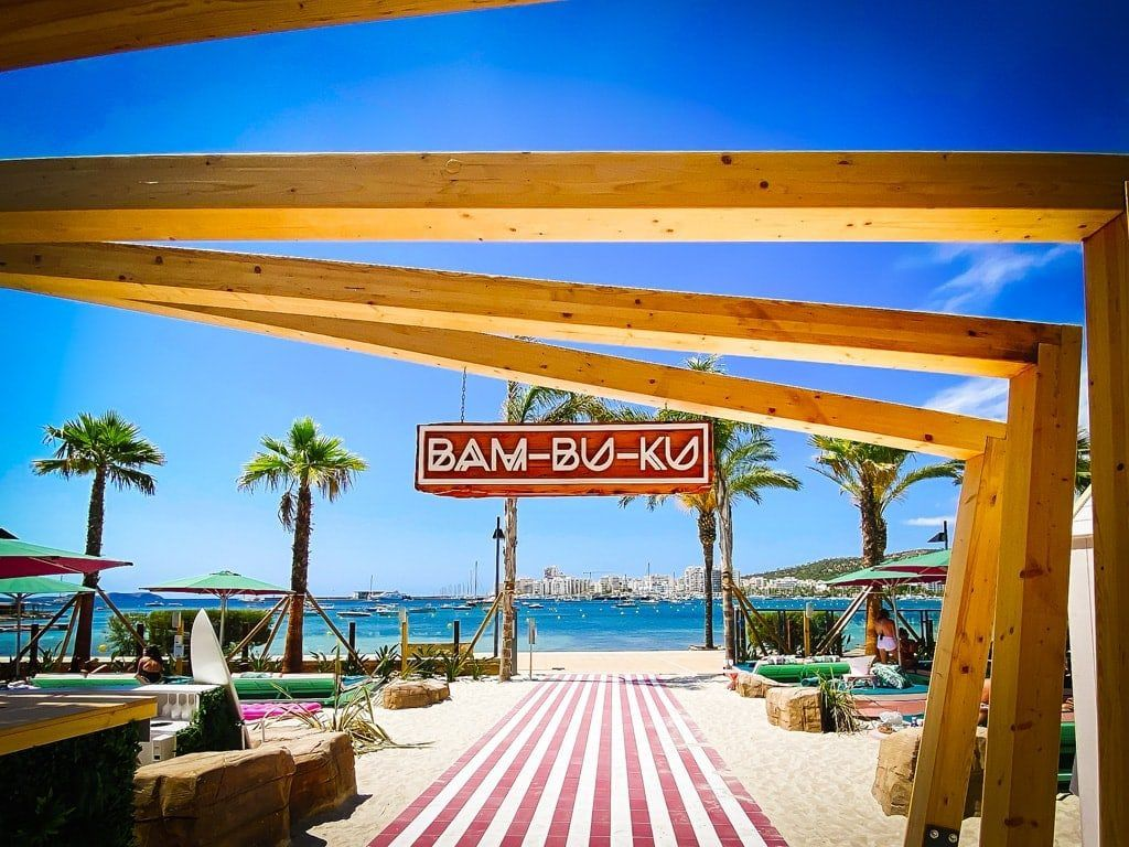 bam-bu-ku nieuwe beach club strand bar ibiza