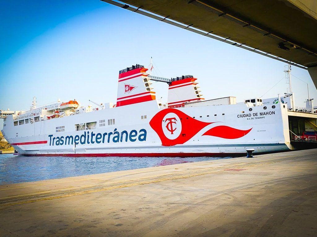 met de ferry boot naar ibiza auto