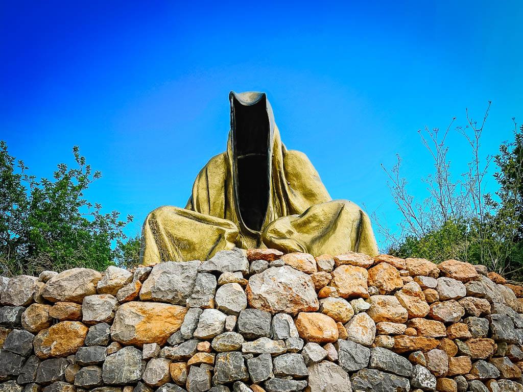 gouden standbeeld ibiza